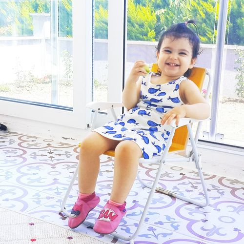 Babygirl Have A Break Have A Rest Have A Sit... Have A Nice Day♥ Smile Smiley Face Smile Nature Cute Follow Famous Whales Sunday Baby Chair Bestoftheday Eye4photography  Indoor Child Photography Eating Eating Healthy