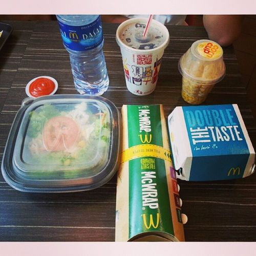 Trying the new mac meal for lunch with @jyangsaw Hahaha Newsides McWrap Nachocheeseburger yumyum lunch mac sunday