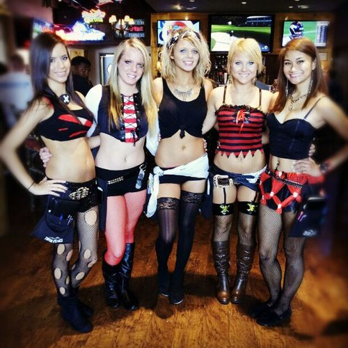 Ok lets see if I can get all there Instagram name in here...lol. Twinpeaks Girls Priate Dressup Plano @danniberries847 @darylannexo @sarah_wolf @lexxxstasy and Lauren who is not on instagram. Thanx for the pic! Love talkin with all of you :)