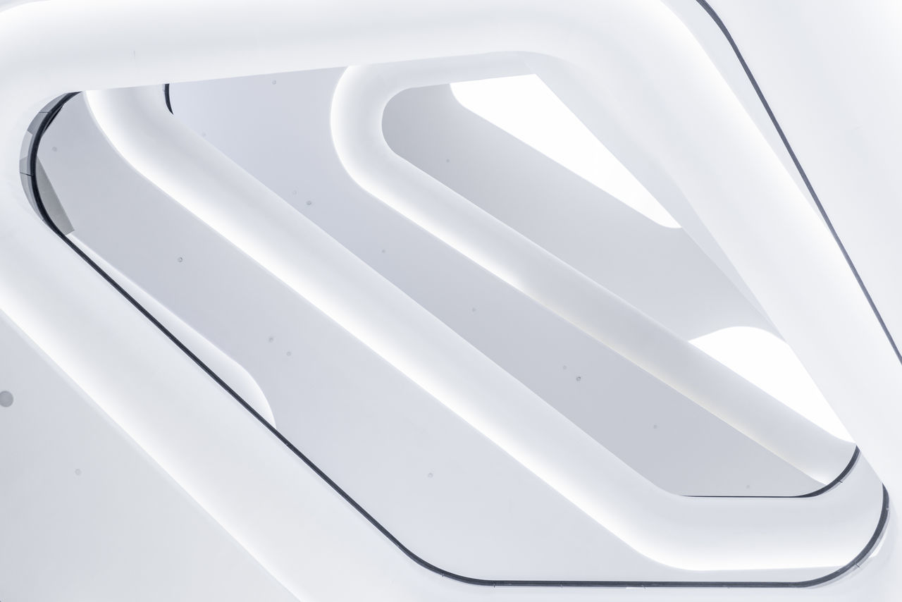 HIGH ANGLE VIEW OF WHITE CAR ON MIRROR