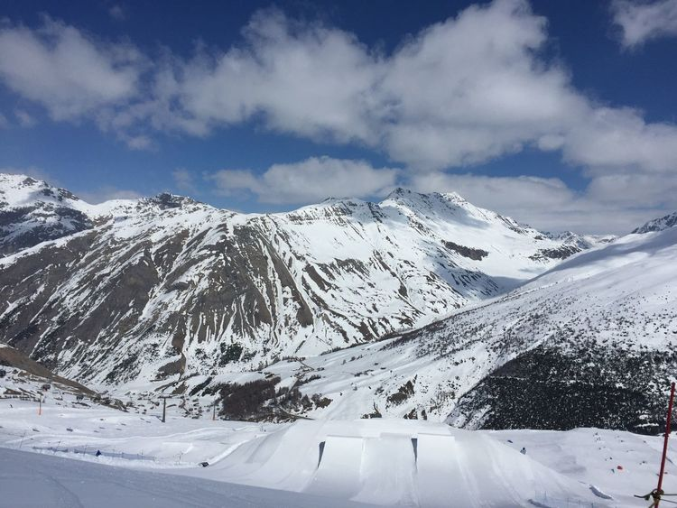 On the way down.... Mountain Mountain Range Mountain View Mountains And Sky Snow ❄ Snowcapped Mountain Snowboard Moments Snowboarding Snowboard Snowboarding Is Fun!