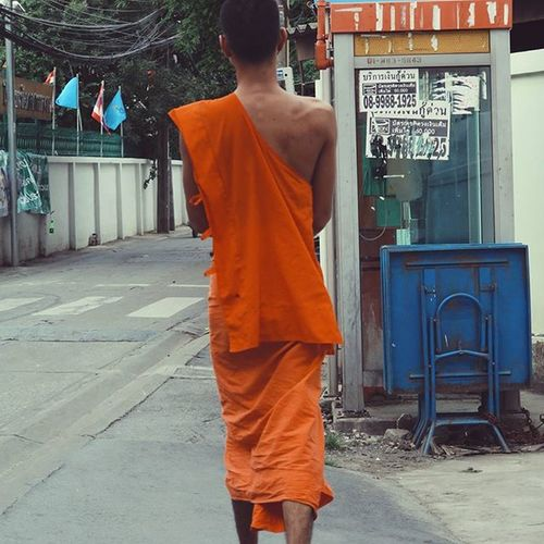 Monk  Saffronrobe Seeninthecity Streetphotography Cityscene Everydaylife Bangkok Thailand Vscoacg Vscocam