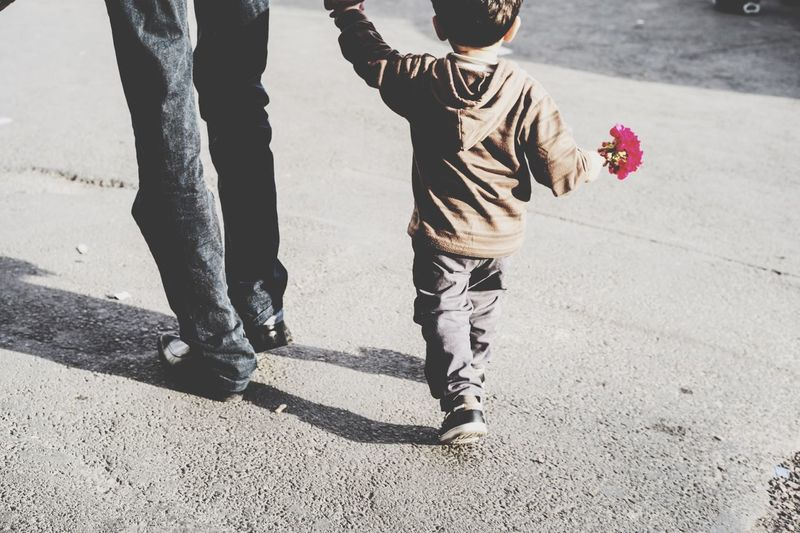 Modern Father Kids Flowers Streetphotography Colors Streetphotography Walking Around