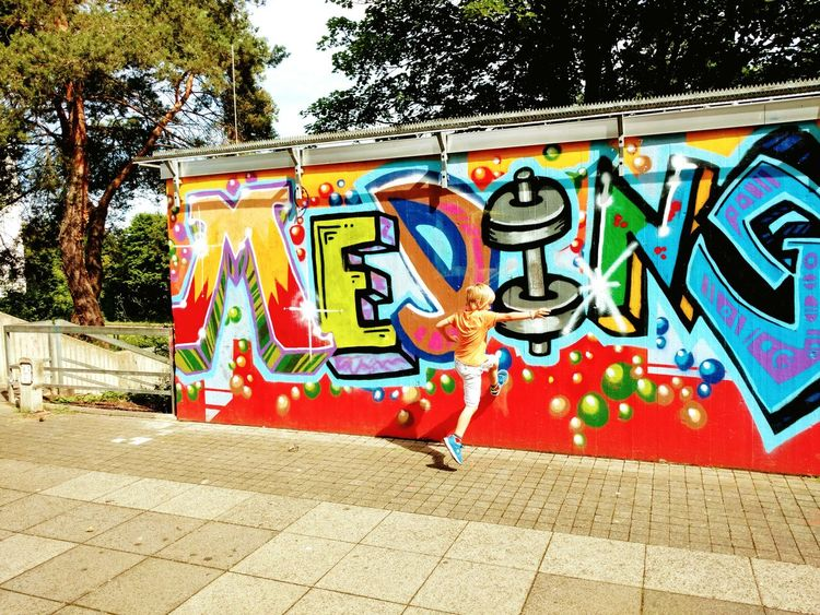 Walk Wall Graffiti Parcours Multi Colored Outdoors Street Art Freerunning Move Streetrunning Handyfotografie Moto X Style