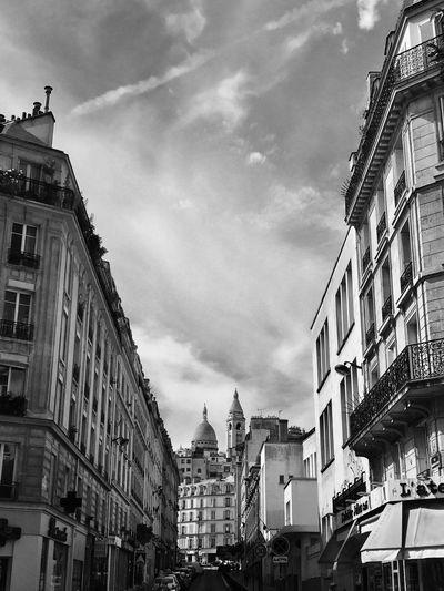 Sacre Coeur Paris, France  #restaurant Brasserie Bistrot Restaurants Monuments Architecture Art Artiste Black And White
