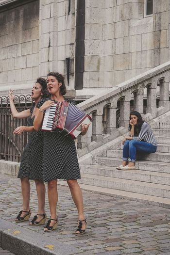 Private Show Streetphotography Streetphoto_color City Life Music Performance Paris Women Street People Portrait Snap A Stranger