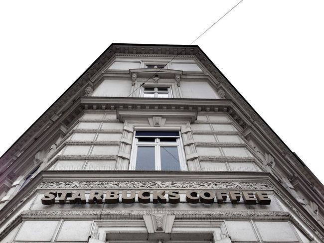 …now some coffee, bandwidth, & a muffin at @Starbucks! #Hamburg