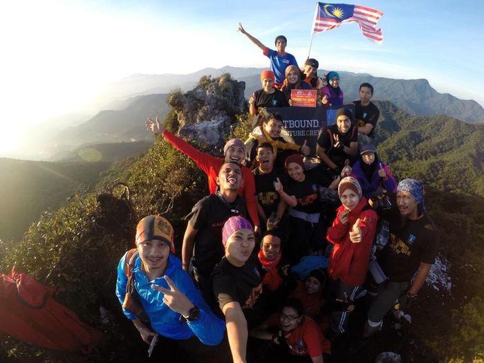 Really miss the moment! Hiking Kami Anak Malaysia DISINI LAHIRNYA SEBUAH CINTA