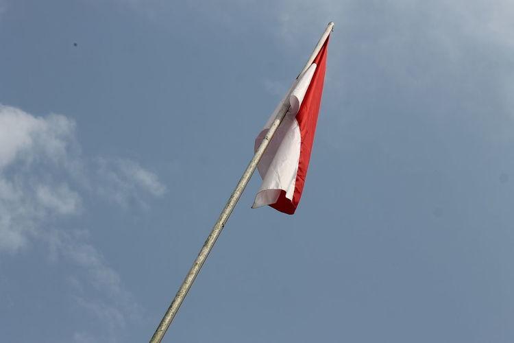 EyeEm Gallery INDONESIA NKRI Iloveindonesia Indonesia Flag Merahputih Prestige Red-white Unbalanced