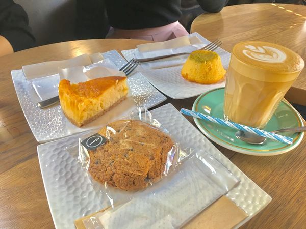 Mojocoffee NewYorkCheeseCake Lemoncake Coconutcookies Latte Myfriends Kagurazaka Tokyo Japan Afterschool