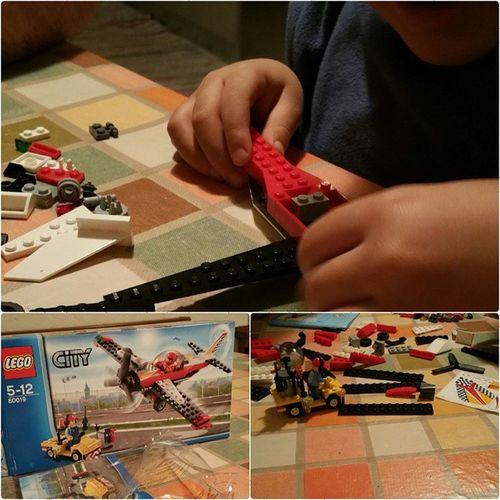 Il primo Legocity Stepbystep . Sto giro Babbo Natale ha deciso di alzare il tiro per noi Jacquin . @lucajacquin