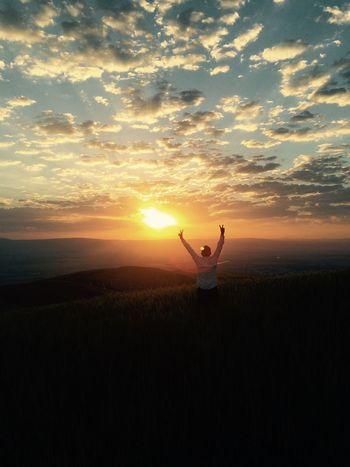 Güneş'e hep daima yüksekten bakmak, hep Güzeli anmak yad etmek .. Oysa ne müstesna güzelik yaradanın varlığına Şahit olurcasına