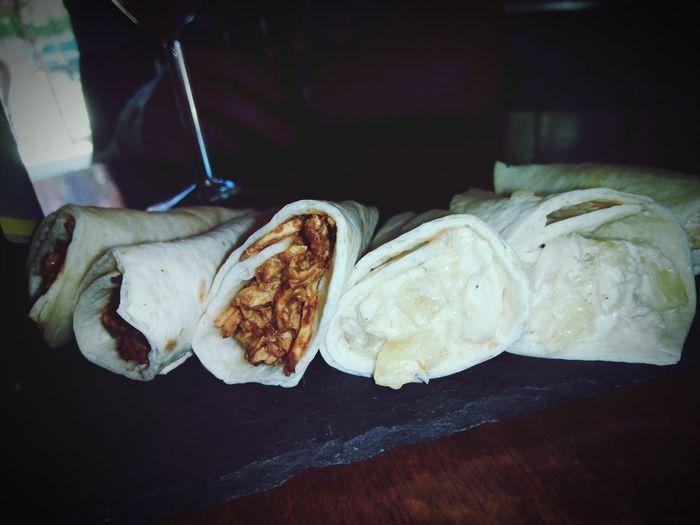 Food Tapa Tapeo Barriosonoro2017 ColoniadelManzanares SantaFebar Rollitos Pinappleroll Meatroll