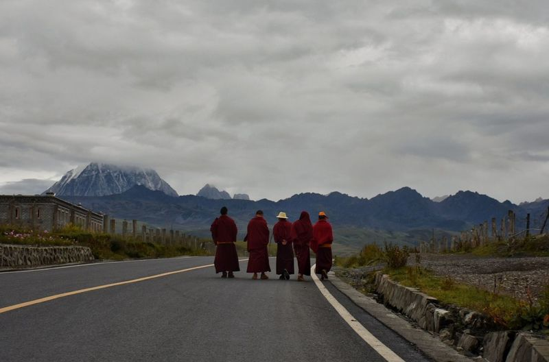 Mountain Monk  Road Nature Tagong China The Photojournalist - 2018 EyeEm Awards
