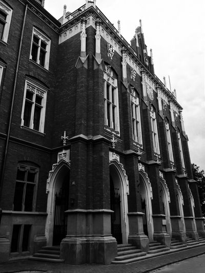 B&w Street Photography Check This Out University Old Buildings Oldschool Old Town Building Oldbuilding BuildingPorn House On The Road Monochrome Monochrome Photography Historical Building Historical Place Welcome To Black The Architect - 2017 EyeEm Awards