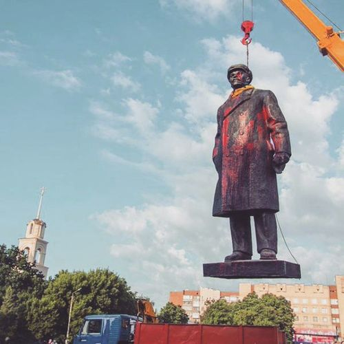 Кто пропустил - в Славянске убрали нахер Ленина.