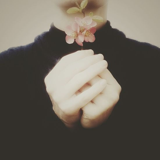 In my hands | Easter Ready Thats Me  Spring Flowers Urban Spring Fever My Hands Pastel Power My Smartphone Life Getting Inspired Learn And Shoot: Balancing Elements The Portraitist - 2016 EyeEm Awards Pink EyeEm Italy |