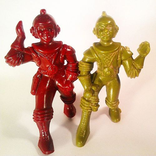 Found these 1950s era plastic Spacemen in a box of loose 80stoys I'd ordered, which was unexpected. I admit that they creep me out a little. My baby boomer father was into Spacetoys as a kid, all of which were innocently tossed by his mother when he grew up. He'll diggem as a Father's Day present! Thinkingahead Ajax Vintagetoys Retro Toypics Midcenturymodern Vintageactionfigures Toycrewbuddies Toyphotography Dad Creepy Vintage Toystoystoys Babyboomer Vintageactionfigures Antiques Antiquetoys Plastic BuckRogers Littleplasticmen Origins toysaremydrug toycollection toyrevolution