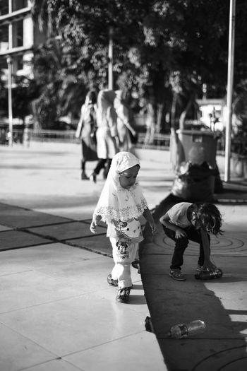 Chase! Snapseed Vscocam D750 EyeEm Indonesia Eyeem Makassar Streetphotography Streetphoto_bw Human Interest Bnw Human Blackandwhite Losari Losari Beach