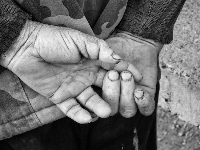 Farmers hands Streetphotography Street Photography Streetphoto_bw Blackandwhite Blackandwhite Photography Amateurphotography Amateurphotographer  Peoplephotography People Hands
