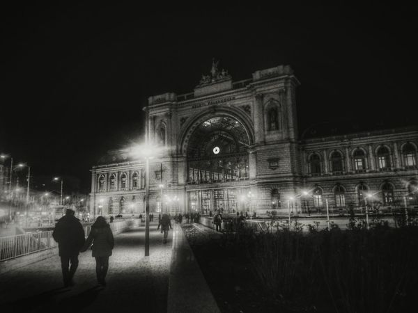 Showcase: February Monochrome Dark Oneplus2 Mobilephotography Black And White Hungary Budapest Couple Night Travel Train Station Keleti Railway Station