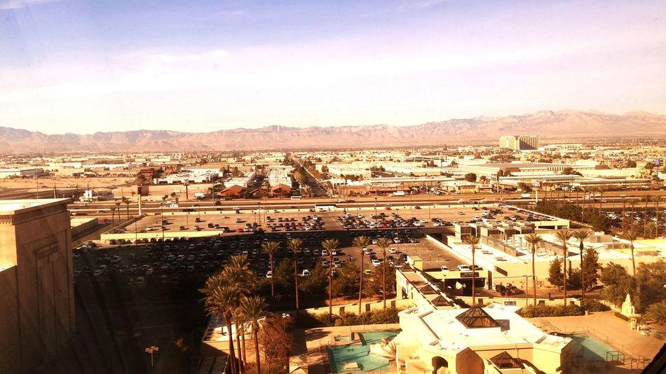 So sieht das also aus, wenn man oben aus ner Pyramide aus dem Fenster schaut :-)