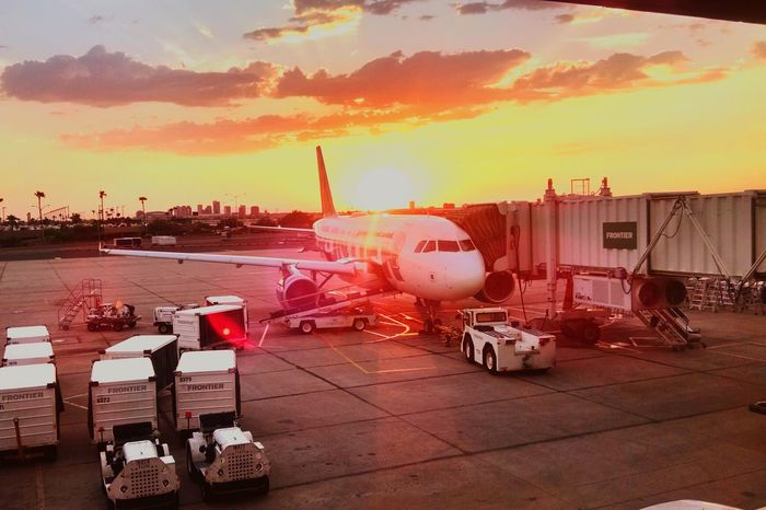 Sky Harbor Airport Sunset Sunset_collection Beautiful Sunset Taking Photos Enjoying Life Beautiful Day Android Photography Eyeemphotography Check This Out Walking Around Capture The Moment EyeEm Gallery Enjoying The Sights Eye4photography  AirPlane ✈ Mobile Photography From My Point Of View Vacation Time On Vacation
