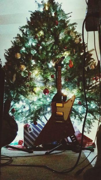 Houseofguitars Rockingchristmas guitar Relaxing Guitar Worldwide Guitars My Guitars Gibsonguitar EyeEm Best Shots Fuckeverything