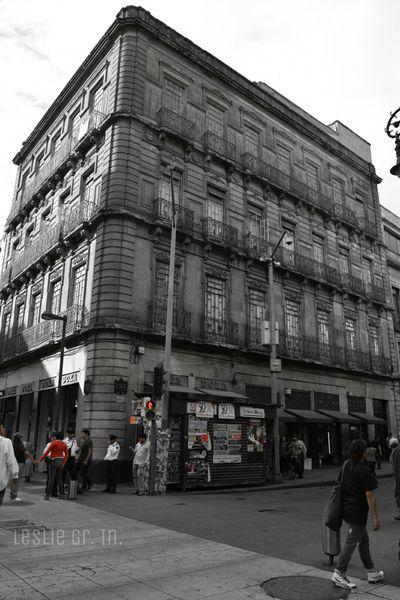 Df Centrohistoricodf Cdmx Mexico City Leslie_Gr_In Streetphotography Streetphoto_bw Street People Colorsplash Mexico Edificio DesaturadoSelectivo Blackandwhite Photography