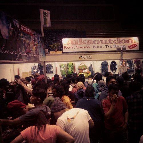 Crowd @indonesiaoutfest IndonesiaOutfest Hujandiskonberharihari Lenovotography Photophone