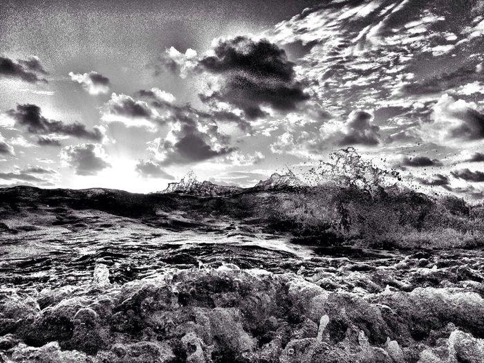 Buncha waves.