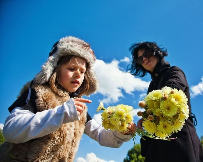 Beauty In Nature Blue Casual Clothing Dandelion Flowerart Leisure Activity Meadow Flowers Pointing Pointing Fingers Spring Time Sun Tarassaco Mother & Daughter Blue Sky Moms & Dads