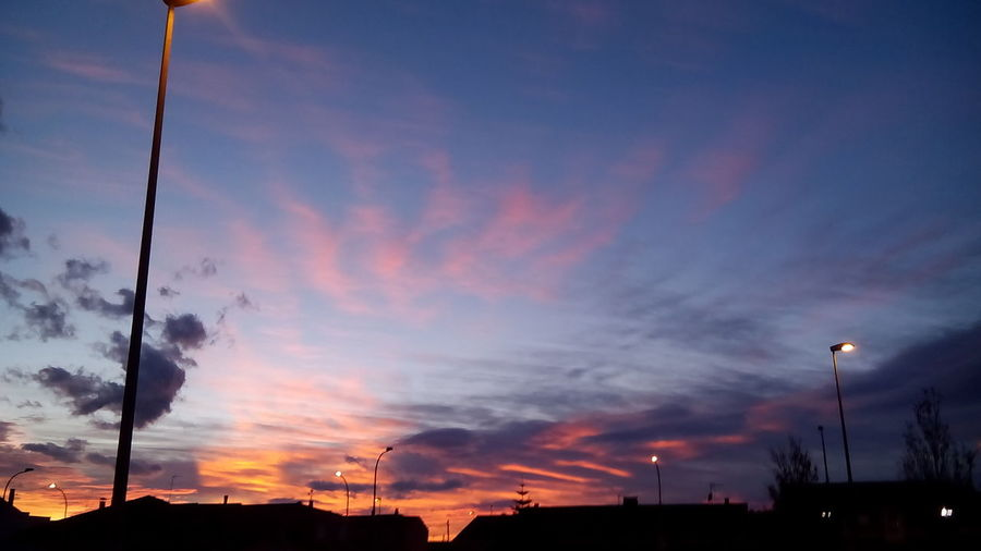 Beautiful Sky ⛅ No Effects Beautiful Nature Nunca mires para atrás, ya que las mayoria de veces te arrepientes de haberlo hecho.
