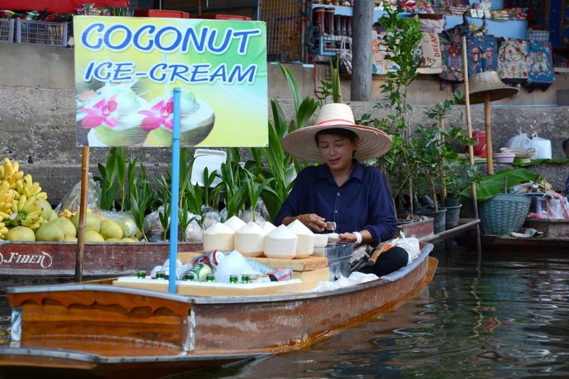 One Person Food Floating Market Floating Market Dumnoen Saduak Thailand Trip Thailand Boat Small Business