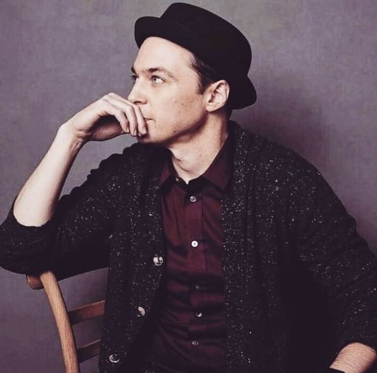 Jim parsons he is sheldon Cooper in the big bang theory Jimparsons Shamy Thebigbangtheory Season11 Tbbt Only Men People Handsome Retro Styled One Person Men
