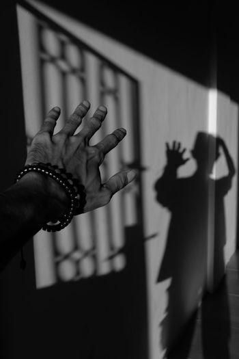 Hand Blackandwhite Black And White Shadows & Lights Light Shadow Sunlight Human Hand Men Close-up Monochrome Long Shadow - Shadow