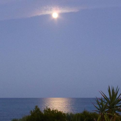 Reflejos. Lunalunera Moon Sea Skylovers Benicarló clouds sky igersspain igerscastellon