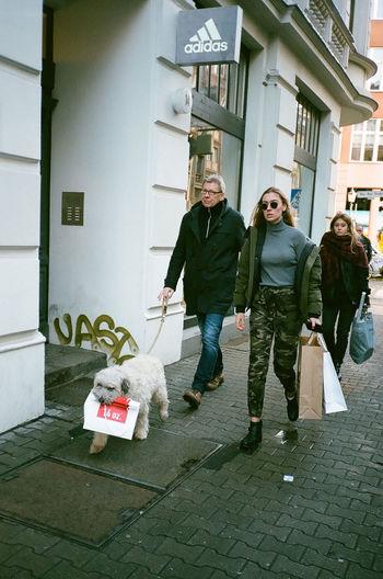 SALE - der beste Freund des Menschen. 35mm 35mm Film Analogue Photography Everybodystreet Film Photography Filmisnotdead Streetphotography Superia400 Yashicat4
