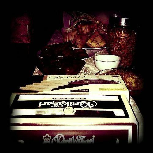 Aneka makanan di meja makan menyambut kemeriahan idul fitri esok Idulfitri  Bandungjuara Televisinet INDONESIA Kulinerbandung
