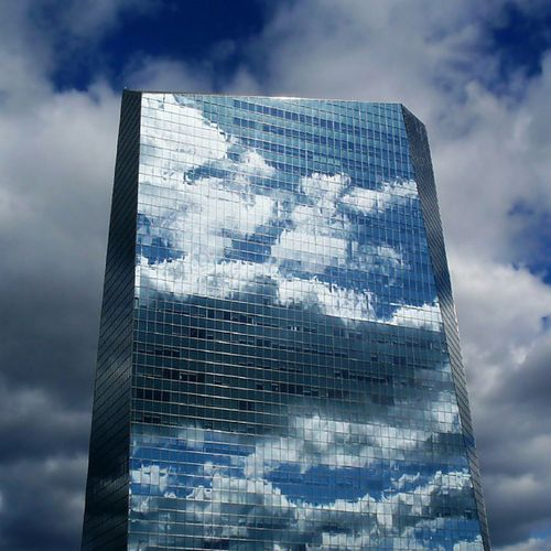I took this pic last year. Ciracentre Philadelphia Philly Cesarpelli 30thststation skyscraper building clouds perspective geometry geometric lookingup reflection cloudporn architecture architecturephotography archilovers archporn arquitectura modernarchitecture architecture_digest arch_record nyc pittsburgh dc baltimore chicago sky skyporn