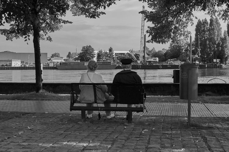 Harbour Old Couple River View Black And White Blackandwhite Hunte Old Couple On A Bench Waterfront
