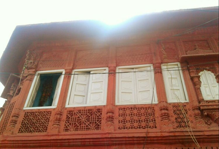 Window Architecture Day Low Angle View Built Structure Sunlight Building Exterior No People Outdoors Old Structures Click_n_share Click Click 📷📷📷 Cool_capture_ Travel Destinations Old House Indian Culture  Old Structure Still In Use Today Old-fashioned Indian Culture  Art Is Everywhere Old Architecture Indian Culture  Historic Buildings  Windows Amazing View