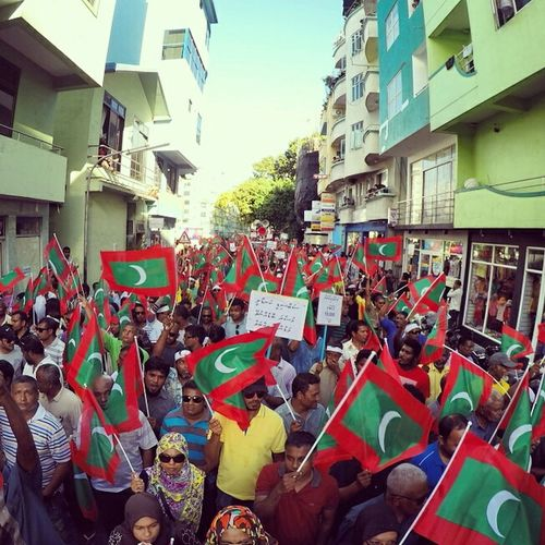 """Wathan edhey gothah dama, he heyo hithun mijaanu dheyn..."" Malecity Maldives Mvprotest 27feb2015 NasheedUnderArrest Dhivehin Protest"