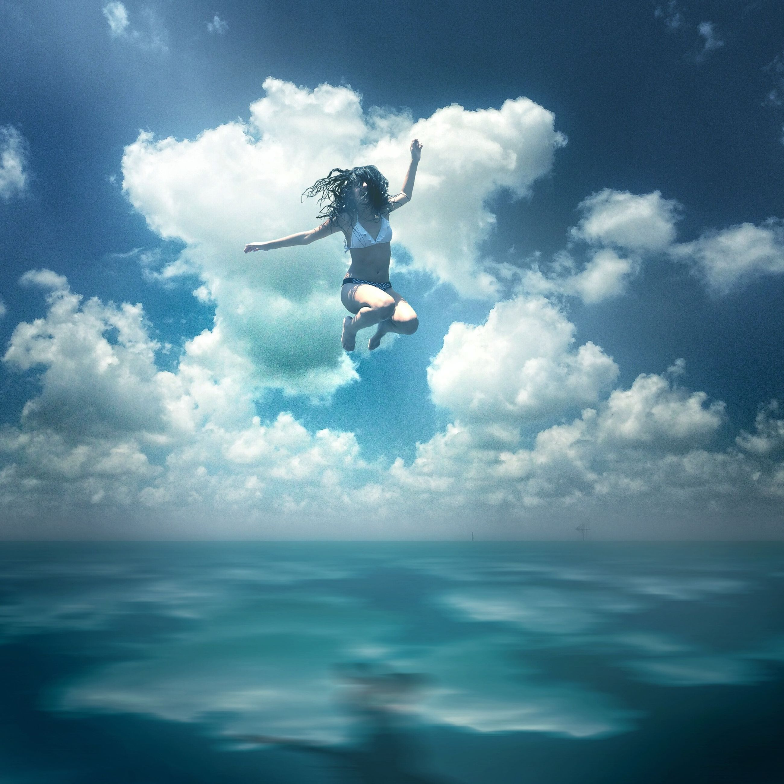 sea, water, sky, waterfront, cloud - sky, mid-air, leisure activity, horizon over water, extreme sports, blue, adventure, cloud, lifestyles, motion, nature, men, jumping, full length