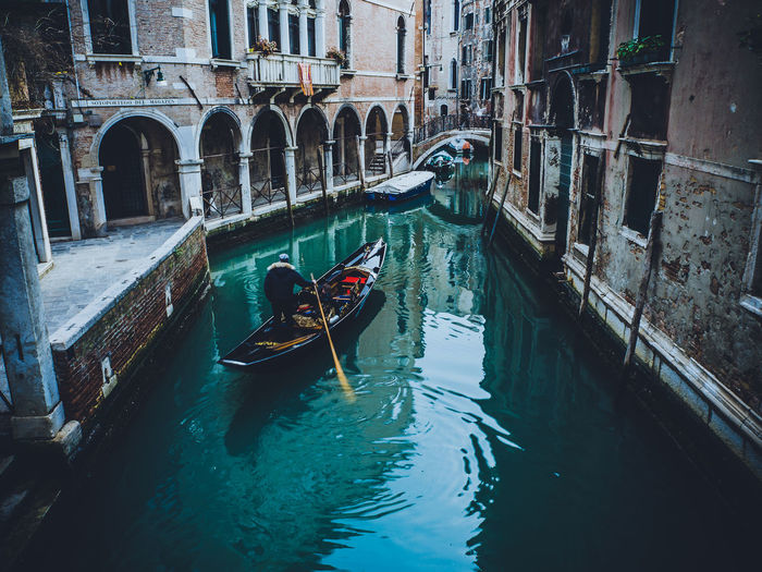 VENICE BACK ALLEY... Venice, the skills of building marble palaces on a lagune Backalley Stories From The City  Instagram Italy Photography Travel Destinations Venice The Great Outdoors - 2018 EyeEm Awards The Traveler - 2018 EyeEm Awards