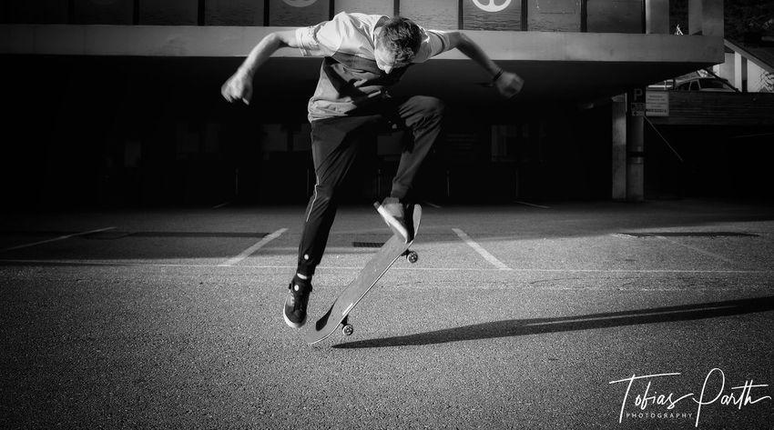 Blackandwhite Skateboarding Skating Sportsman Sport Full Length Flexibility Exercising Motion Competition Strength EyeEmNewHere