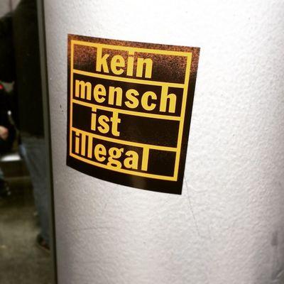 Kein Mensch ist illegal! Antifa Refugeeswelcome Nonazisdo