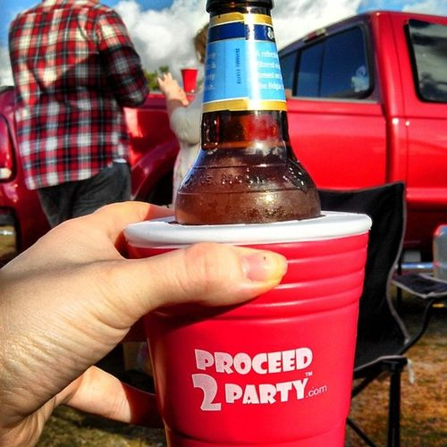 Tailgating before Tobykeith and Kipmoore . Proceedtoparty redsolocup