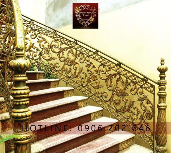 Cầu thang nhôm đúc đẹp hỗ trợ đắc lực cho gia chủ mệnh Mộc với hoạ tiết cây lá sang đẹp được tạo hình độc đáo. http://thinhvuonghouse.com/cau-thang-nhom-duc Cau Thang Nhom Duc