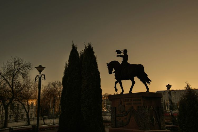 Evening City From My Point Of View By Ivan Maximov Eyeem Photo The Week On EyeEm Cityscape Belarus City Landscape Vitebsk,Belarus Composition Architecture Bronze Statue Sculpture Bronze Sculpture Warm Colors Warm Evening Traveling Horse Silhouette Tree Statue Travel Destinations History Animal Themes King - Royal Person Sunset No People Sky Outdoors The Street Photographer - 2018 EyeEm Awards